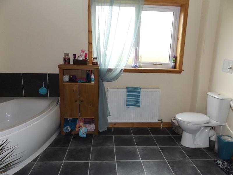 Whindiehill, Hillside, Bathroom 1