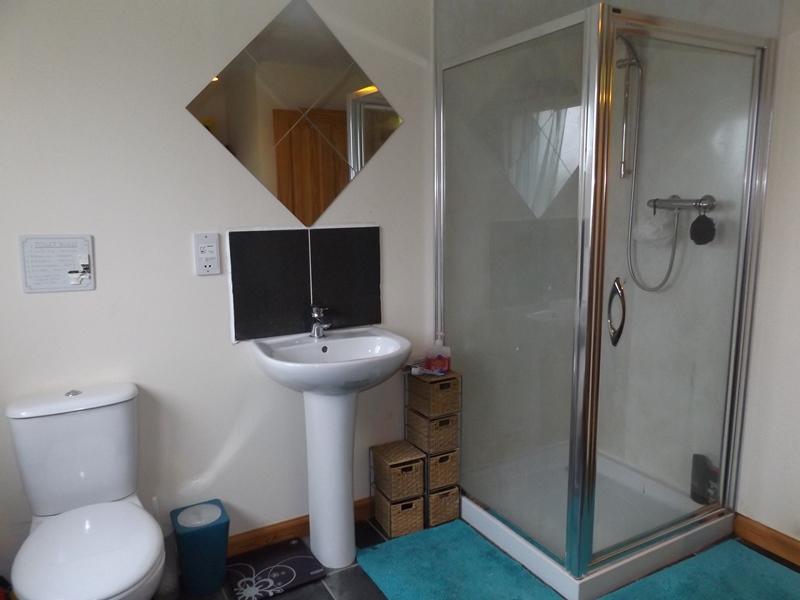 Whindiehill, Hillside, Bathroom 3